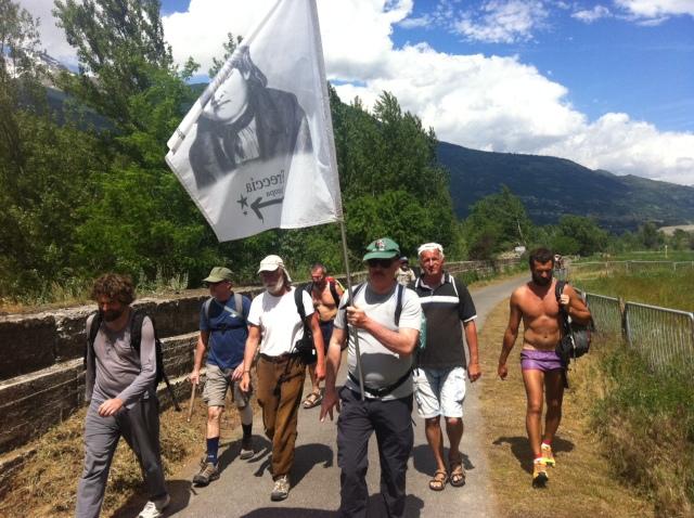 Aldo porta la bandiera