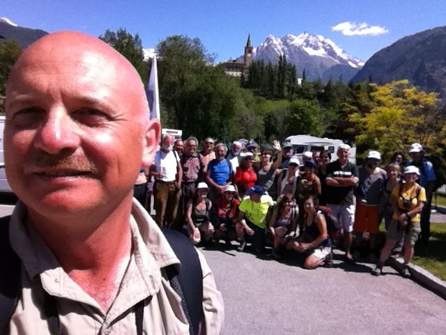 Foto di gruppo sullo sfondo